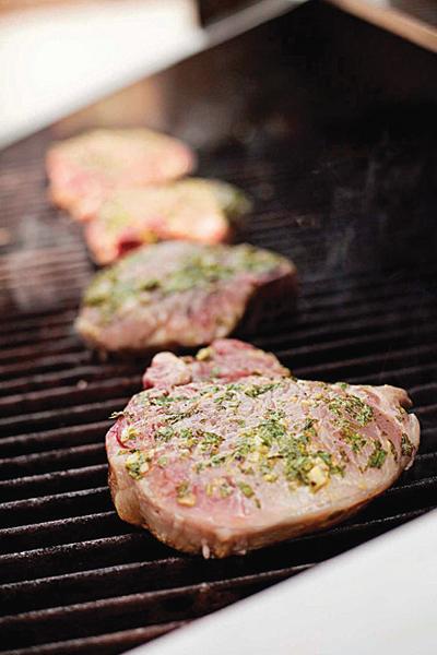 grilled-pork-chops-basil-garlic-rub